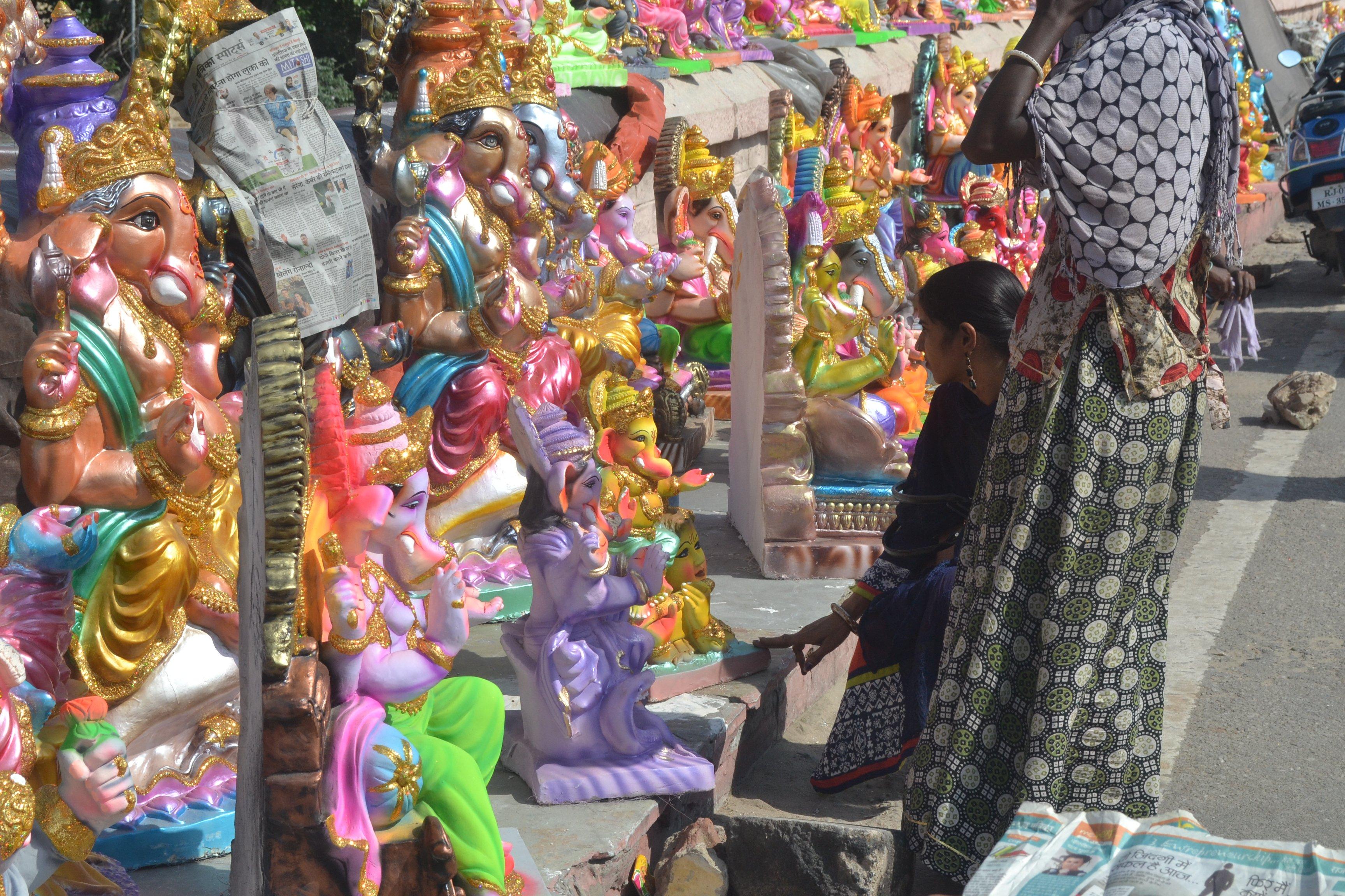 Lord Ganesha: घर-घर विराजे गणपति, धूम-धाम से हुआ पूजन