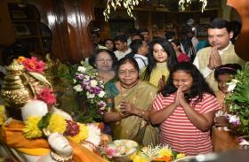 सीएम फडनवीस ने अपने घर पर की गणपति बप्पा की पूजा,परिवार के साथ ही राज्य के लिए मांगी सुख-समृद्धि