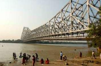 आत्महत्या रोकने हावड़ा ब्रिज की रेलिंग की ऊंचाई बढ़ाने का काम शुरू