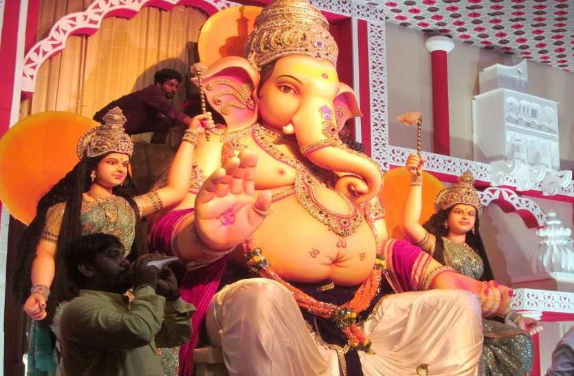 PHOTO GALLERY  : गणपति बप्पा माहिष्मति महल में विराजें, दर्शन के लिए लगी लोगो की भीड़