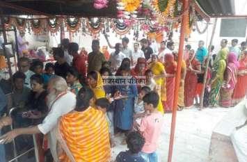 VIDEO : शुभ मुहूर्त में बिराजे गणपति बप्पा, मंदिरों में लगी है भक्तों की कतारें