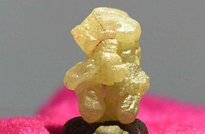 करोड़ों के हीरे के गणपति बप्पा