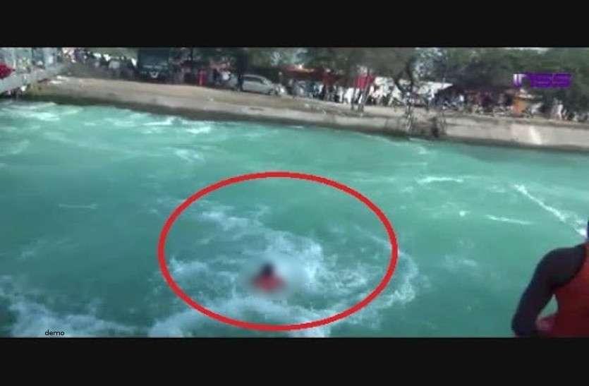 तीज मनाने आई मायके फिर दुधमुंही बच्ची के साथ नदी में लगा दी छलांग, खुद को पहुंच गई किनारे पर लेकिन मासूम की...