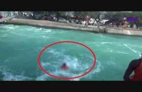 मासूम का सवाल : मां मैं तो नानी के घर जा रही थी, फिर मुझे गोद में लेकर क्यों नदी में कूद गई?