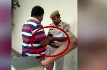 रिश्वत लेते पुलिसकर्मी, वीडियो वायरल