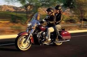 ब्रेक पर पैर रखकर मोटरसाइकिल चलाने से होता है ये बड़ा नुकसान, वक्त रहते संभल जाएं नहीं तो...