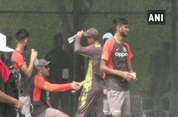 Asia Cup: अभ्यास कर रही भारतीय टीम से मिलने पहुंचा पाकिस्तान का ये क्रिकेटर, फिर हुआ ये मजेदार वाकया