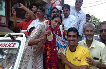 एशियन गेम्स में सिल्वर मेडल जीतने वाली सुधा सिंह का जिले में हुआ भव्य स्वागत
