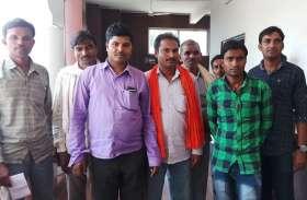 इस जिले के किसान खरीफ 2017 की फसल बीमा राशि के लिए लगा रहे सरकारी दफ्तरों के चक्कर