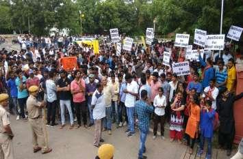 9 मतों से छात्रसंघ चुनाव हारे मूल सिंह के समर्थकों ने किया विरोध प्रदर्शन, जानिए क्या है उनके पिता का कहना