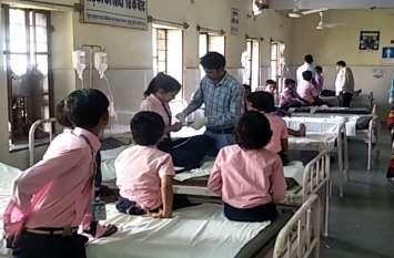 VIDEO : राजस्थान के इस स्कूल में अचानक फैल गई अजीब बीमारी, एक दूसरे को छूने से भी डरने लगे बच्चे