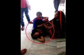 अस्पताल में जमीन पर पड़ी तड़पती रही गर्भवती महिला, नर्स करती रही इंग्नोर
