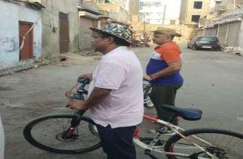 ऐसे मिले शहर के हालात जब आयुक्त साइकिल लेकर  निकले शहर की सड़कों पर