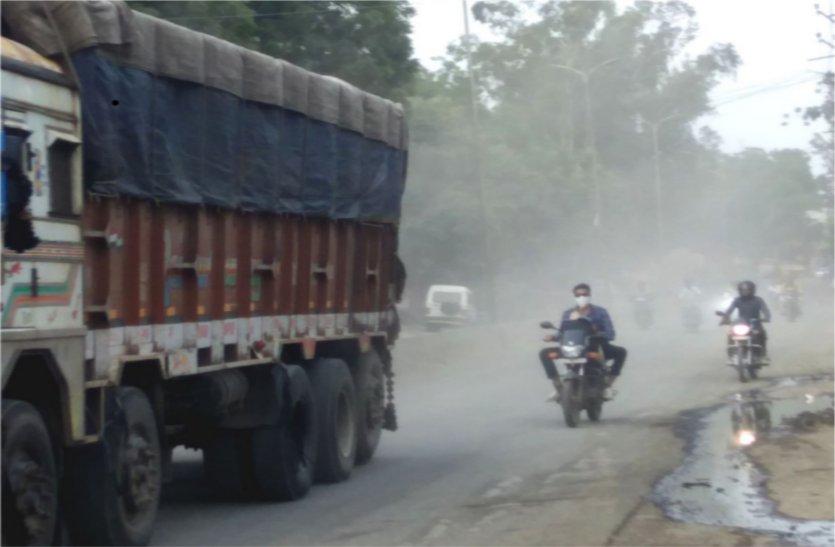 नपा की लापरवाही से वाहन चलते समय इन मुसीबतों से होगा सामना