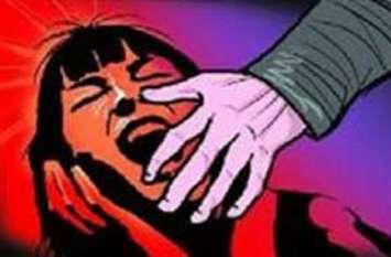 अपने से 31 साल छोटी लड़की को प्रेमजाल में फंसा संबंध बनाता रहा अधेड,चढा पुलिस के हत्थे