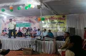 हिंदी दिवस पर कवियों की रचनाओं से सराबोर हुई रात, ज्वलन्त समस्याओं पर कटाक्ष