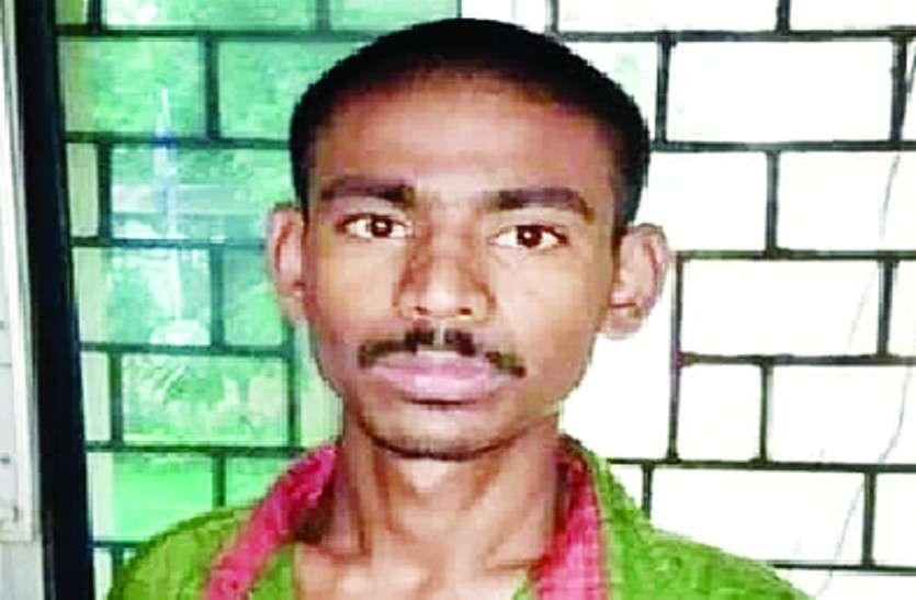 गणेश पंडाल में तलवार लेकर पहुंचा युवक, गाली-गलौज करते हुए अन्य युवकों को धमकाया, गिरफ्तार