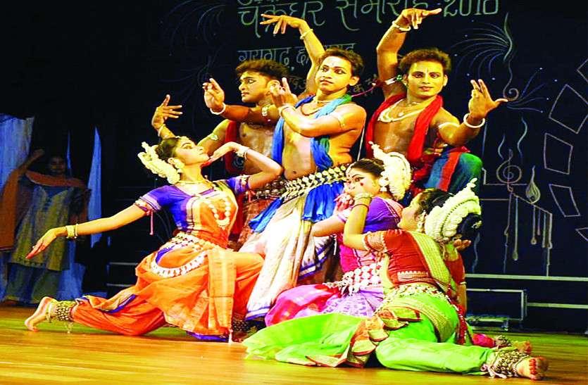 चक्रधर समारोह की तीसरी संध्या में ओडिशी व कथक नृत्य ने मोहा दर्शकों का मन