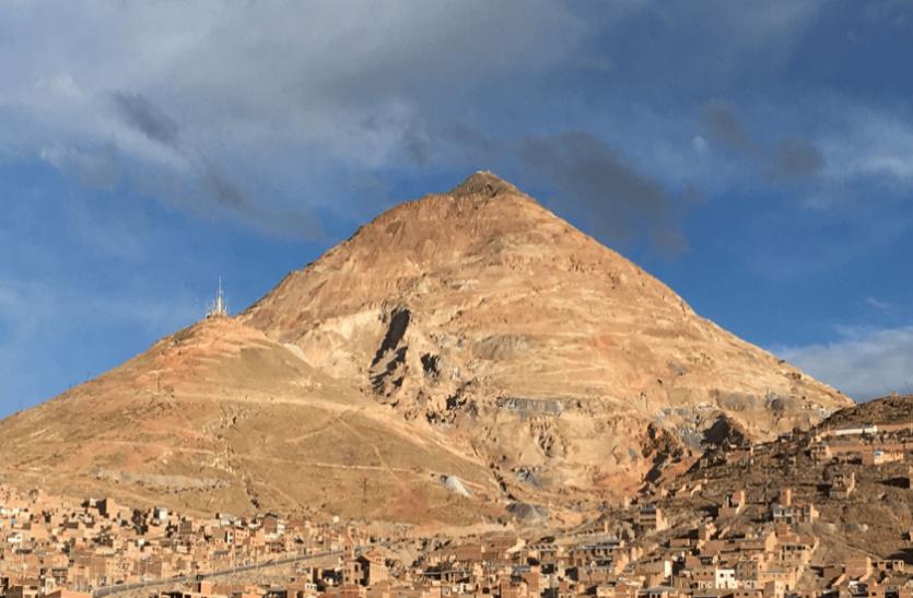 मौत के इस पहाड़ में अब तक समा चुके हैं लाखों लोग, सच्चाई से दहल जाएगा दिल