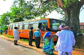 अटल विकास यात्रा से लौट रही यात्रियों से भरी बस जा टकराई पेड़ से, 24 घायल