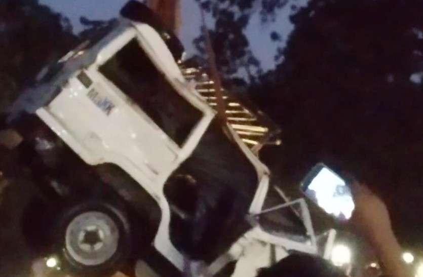 चाकसू में रोडवेज की टक्कर से खाई में गिरी जीप, दो लोगों की मौत