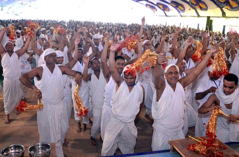 मुनि पुंगव सुधासागर संघ के मंगल पावन सानिध्य में श्रावक संस्कार शिविर में धार्मिक आयोजनों की बह रही भक्ति की गंगा