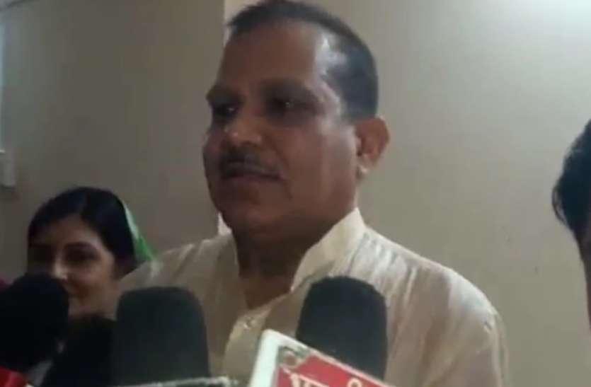 सपा सांसद ने शिवपाल के सेक्युलर मोर्चे पर कहा- वह इसी परिवार के आधार स्तंभ है