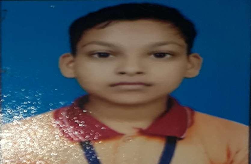घर से लापता ११ साल के बालक की तालाब में मिली लाश, परिवार को हत्या का संदेह