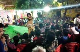 गणेश उत्सव में बार-बालाओं ने लगाए ठुमके, पुलिसवाले भी फिज्मी गानों की धुन में थिरके