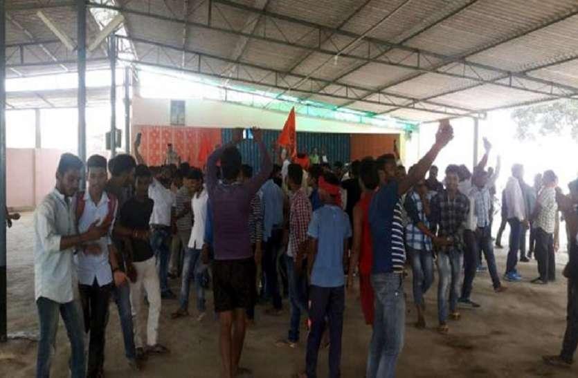 हिंदू संगठनों ने चर्च पर किया कब्जा, भारी  बवाल और पथराव कर परिसर को भगवा झंडे से पाट दिया