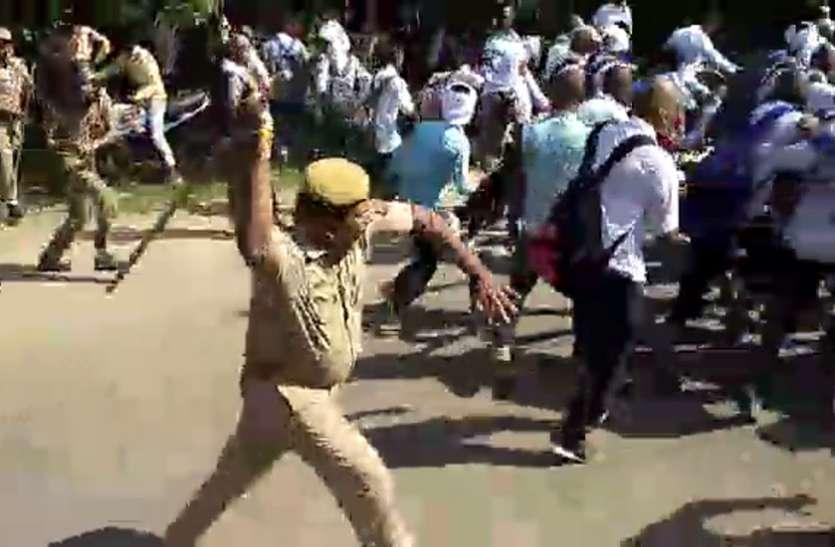 भाजपा सांसद के भाई ने जबरन मुंडवाया सैकड़ों छात्रों का सिर, विरोध करने पर पुलिस ने किया लाठीचार्ज