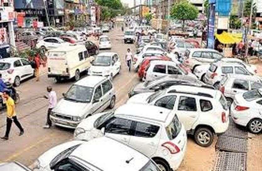 अब शक्कर बाजार में नहीं करने देंगे सड़क पर पार्किंंग, पुलिस करेगी सख्ती