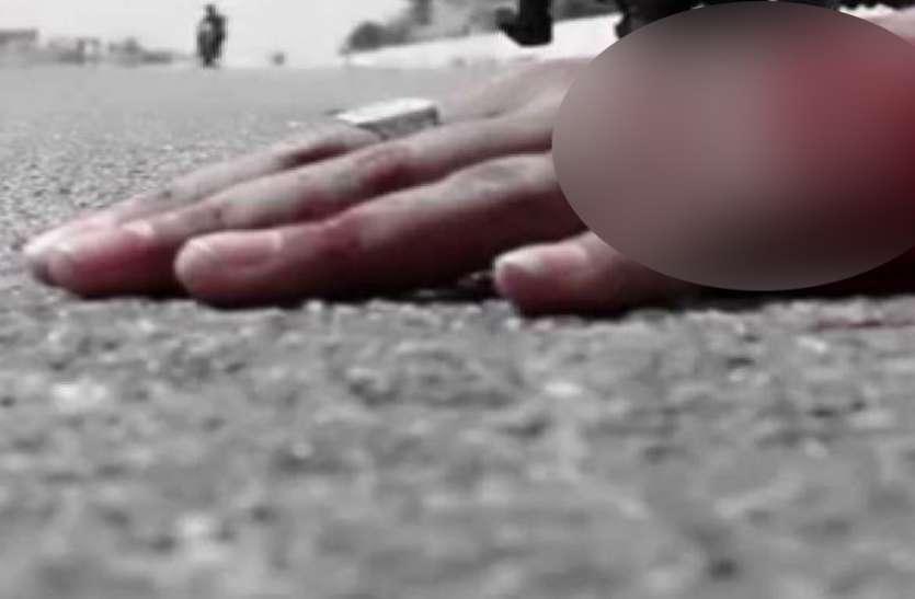 शर्मनाक: सड़क पर बेहोश पड़े शख्स की किसी ने नहीं की मदद, ट्रक के कुचलने से मौत