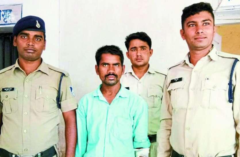 यातायात पुलिसकर्मी को ट्रेलर से कुचलकर जान से मारने की दी धमकी