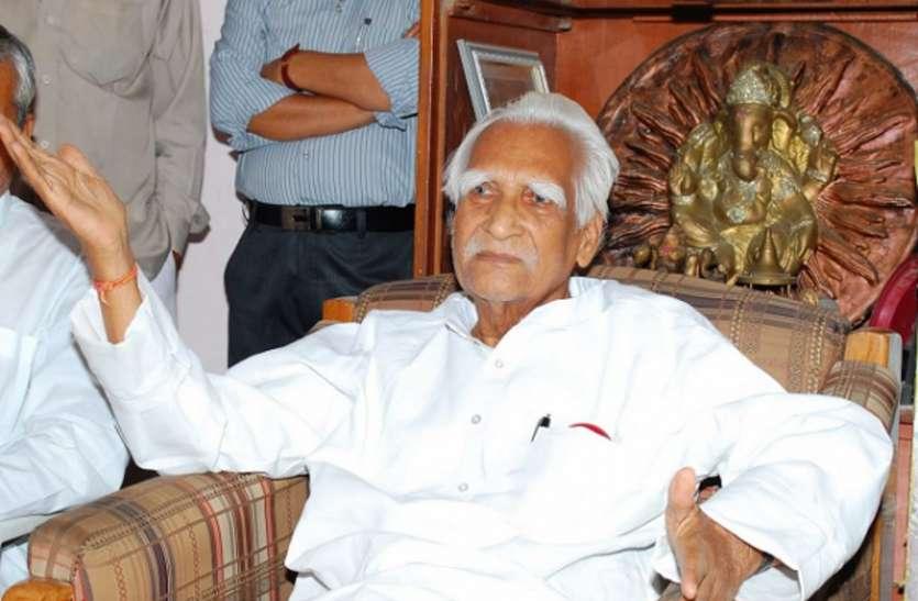 Old Tales Madhya Pradesh: 'अष्टधातुई' देवों से अलग एक जन नेता, नजीर का लोकसभा में अनुशरण