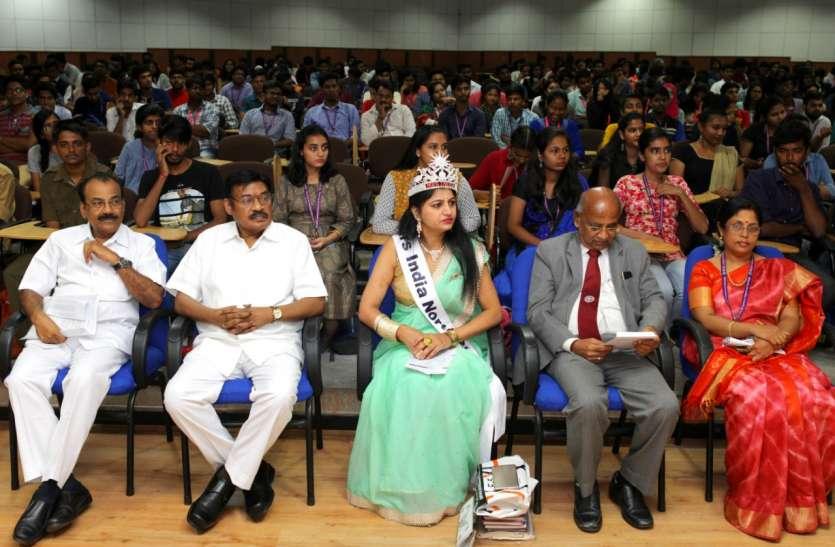 देश सेवा के लिए हिंदी का विकास जरूरी