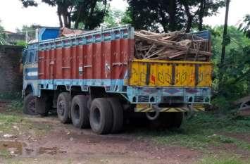 पेट्रोलिंग के दौरान पुलिस को मिली सफलता, दो ट्रक में भरा था ये अवैध सामान
