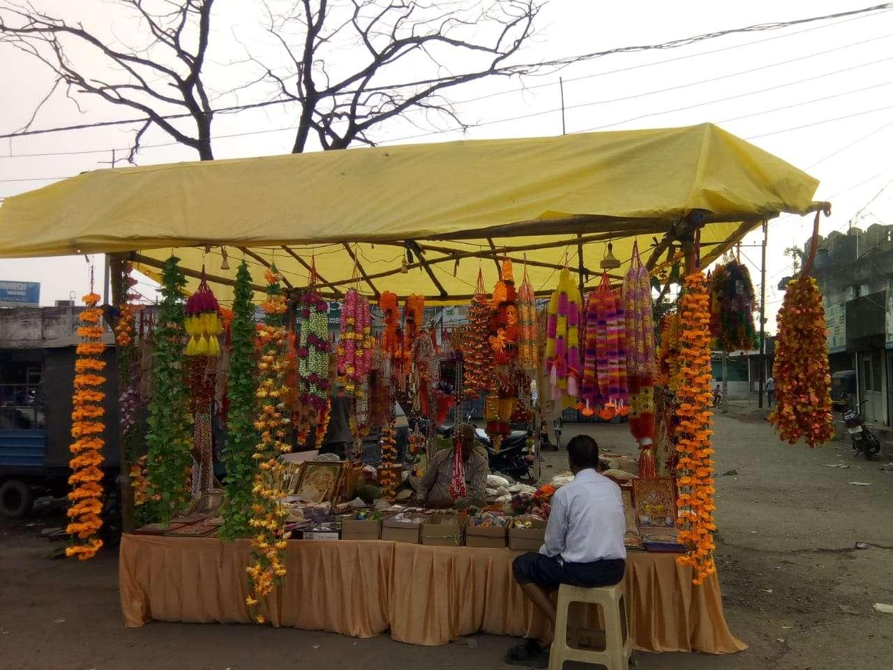 विश्वकर्मा जयंती : छोटे-बड़े प्रतिष्ठानों में दिन भर रहेगी चहल-पहल, की जाएगी दाढ़ी वाले बाबा की पूजा-अर्चना