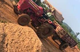 अवैध रेत परिवहन करते ट्रैक्टर व ट्रक जब्त