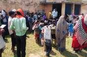 शिक्षकों के निलंबन के बाद 14वें दिन खुला विद्यालय का ताला, ग्रामीणों ने बांटी मिठाइयां