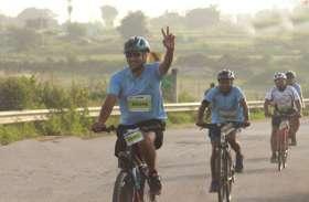 वंचित बच्चों की शिक्षा के लिए कोलकाता में दौड़ीं 400 साइकिलें