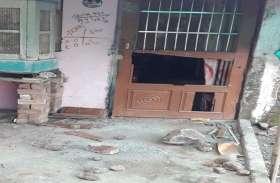 15-20 सशस्त्र बदमाशों ने घरों में घुसकर की लूटपाट, नकदी व जेवर ले उड़े