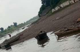 रेत नहीं मिल रही तो नदी किनारों से बेरोकटोक ढोई जा रही बजरी