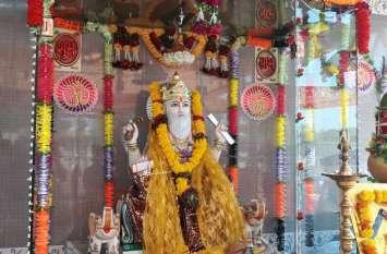भगवान विश्वकर्मा का किया पूजन, मंदिर सजाया