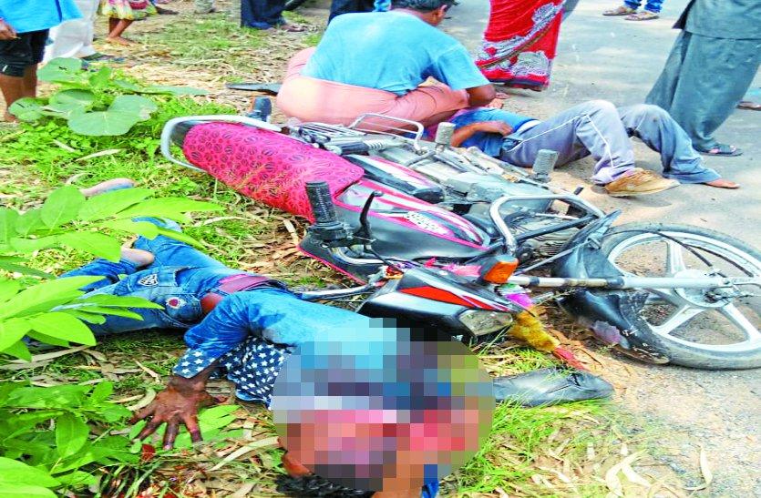 दो बाइक की आपस में हुई जबरदस्त भिड़ंत, लेकिन डॉक्टरों के ना होने तड़पते रहे घायल