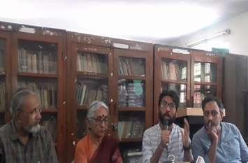 गुजरात विधायक जिग्नेश मेवानी ने साधा राजस्थान की सीएम पर निशाना, कहा, 'रानी महल में और सारे वोटर हवा में'