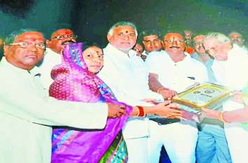 CG Election 2018: जब अपने खिलाफ हो रहे धरने में पहुंच गए थे मोहन भैया