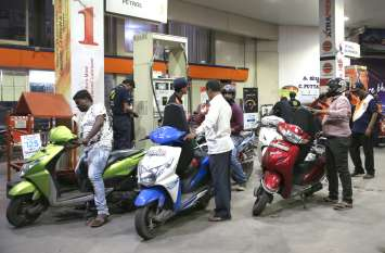 कर्नाटक में दो रुपए सस्ता हुआ डीजल-पेट्रोल