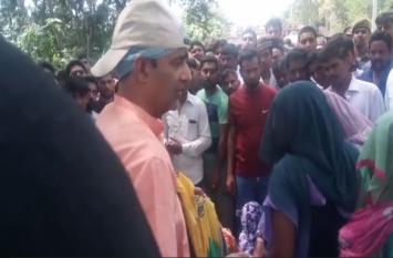 मुजफ्फरनगर में एक दर्दनाक हादसे में भाई-बहन की मौत के बाद लोगों ने हाई-वे किया जाम