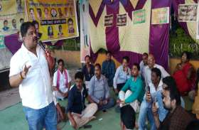 मांग मनवाने मंगलवार से कचहरी चौक जांजगीर में क्रमिक भूख हड़ताल पर बैठेंगे लिपिक